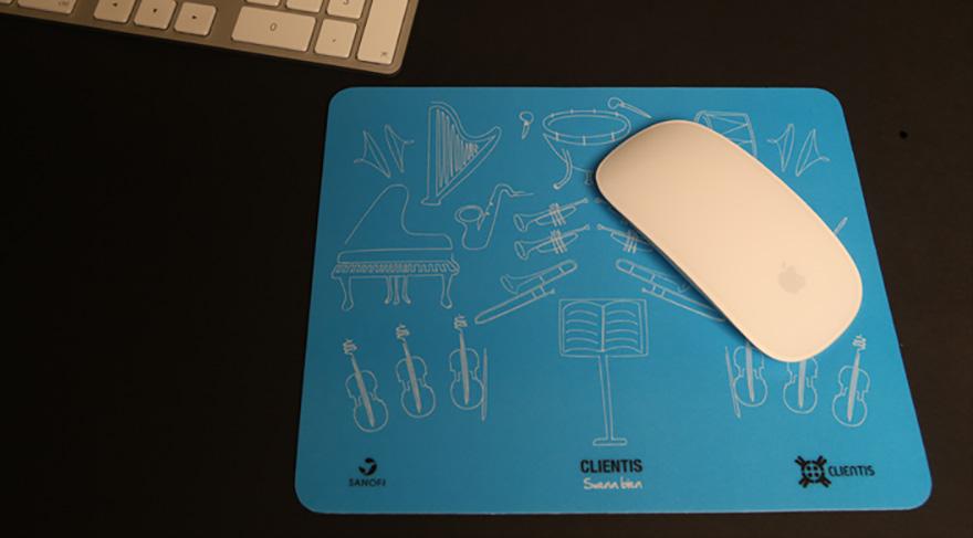 """Mousepad para campaña \""""Clientis, Suena Bien\"""" de Sanofi"""
